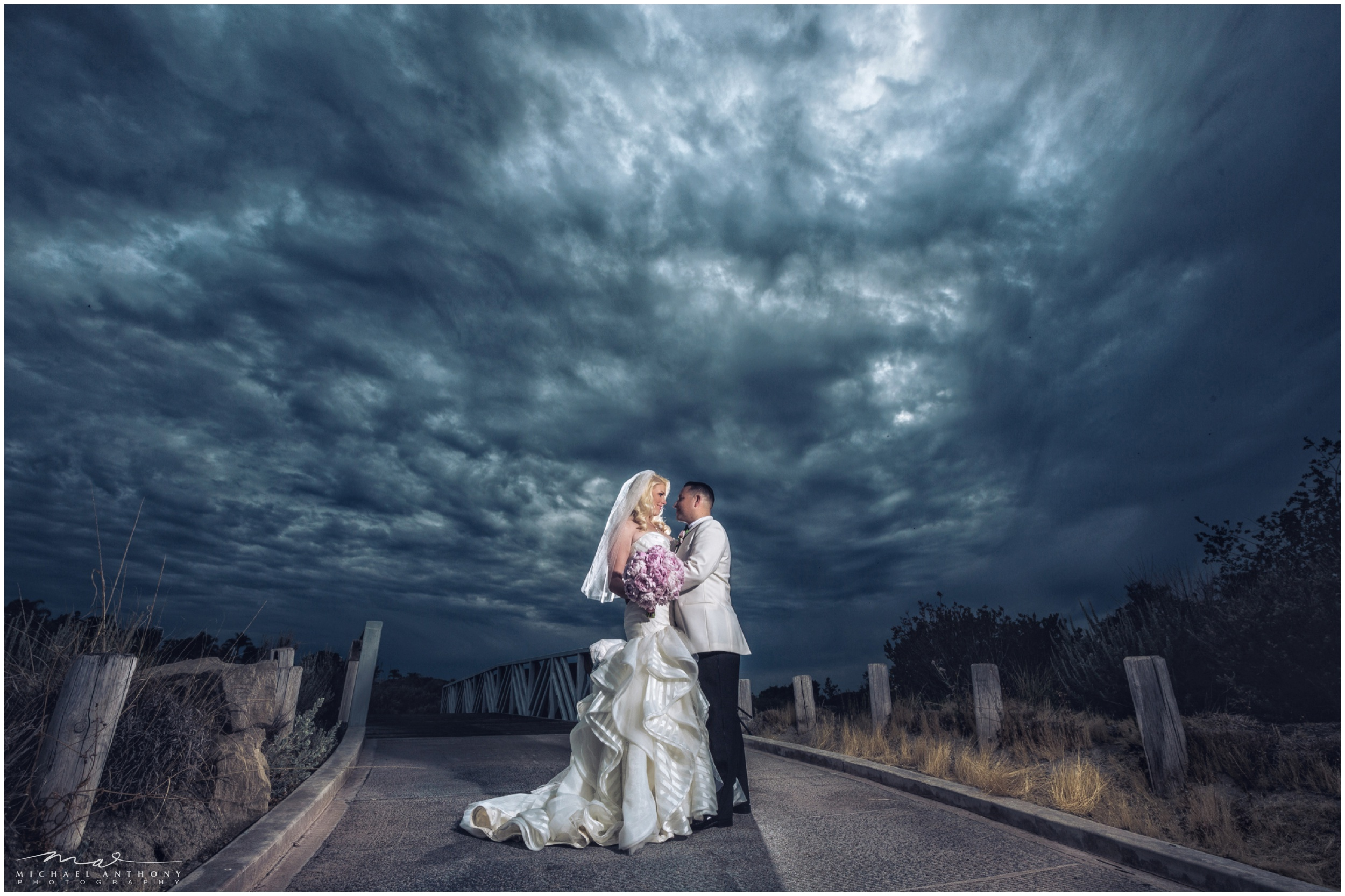 I love photographing at Robinson Ranch. The sky was absolutely amazing for this Santa Clarita Wedding